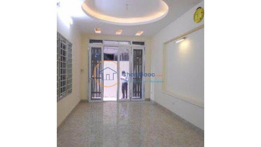 Cho thuê nhà phố ngõ nhỏ tại ngõ thái thịnh 1 – đống đa. s=60m2 gồm có 5 tầng, mặt tiền 3,3m. giá 22 tr/th