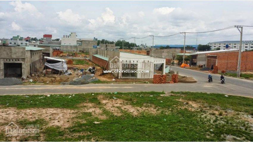 Kẹt tiền bán rẻ lô đất đối diện chợ, ngay kcn, 250m2, shr giá 900tr(bao sang tên) lh: