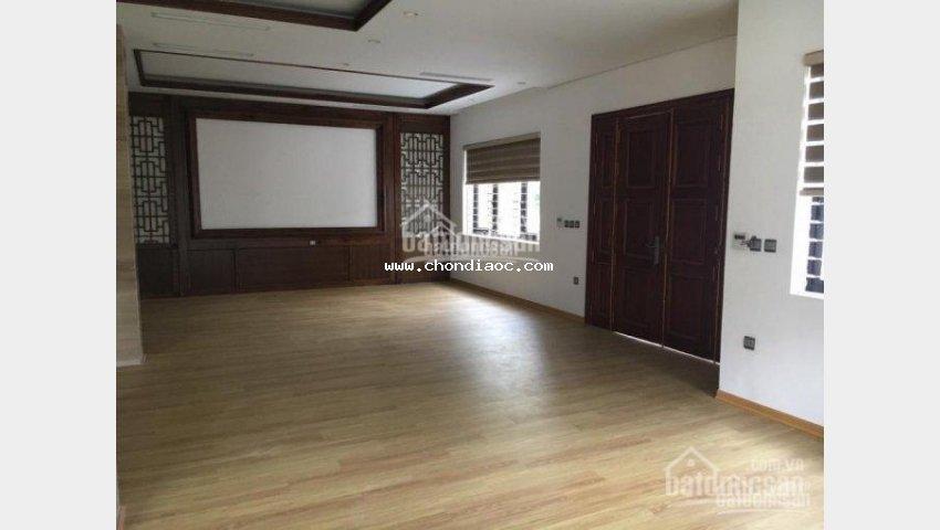 Cho thuê nhà riêng phố giang văn minh 150m2x5 tầng, mt 10m, mỗi tầng 3p, giá 40tr/th hợp làm vp spa