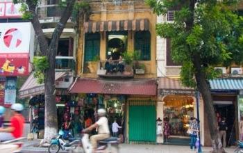 Chính chủ cho thuê nhà 2 tầng mặt phố hàng bông, vị trí đắc địa, kinh doanh phát lộc. giá $1400/th