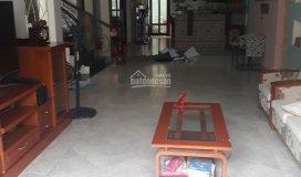 Cho thuê nhà đẹp gần chợ q2, 5x18m, 2 lầu, 3 pn, hướng đông nam, nội thất đầy đủ