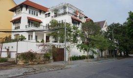 Cho thuê biệt thự đẹp vườn đào, tây hồ, dt 250m2 xây dựng 4 tầng 10 phòng, giá 50 triệu