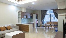 Gia đình cần bán căn hộ Tràng An Complex căn 3PN, DT sổ 98m2 giá chỉ 38tr/m2