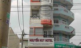 Cần cho thuê gấp tòa nhà mặt tiền lũy bán bích. lh: (huy)
