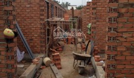 Cần tiền bán gấp trọ đang xây mt lê lợi, giá chỉ 990tr, dt 240m2 16p, bao hoàn công. lh 0703063774