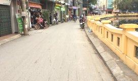 Gia đình bán gấp mảnh 40m2 Phú Diễn, kinh doanh được, LH 0978204236.