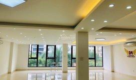 Tòa nhà thiết kế 150m2 x 5 tầng, diện tích sử dụng: 120m2, sàn tầng 4, mới cứng